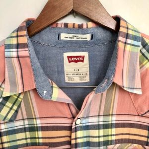 LEVI's pearl snap short sleeve shirt, size Large